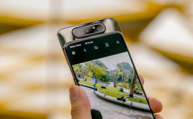 带有旋转摄像头的三星Galaxy A82将获得索尼64MP主传感器